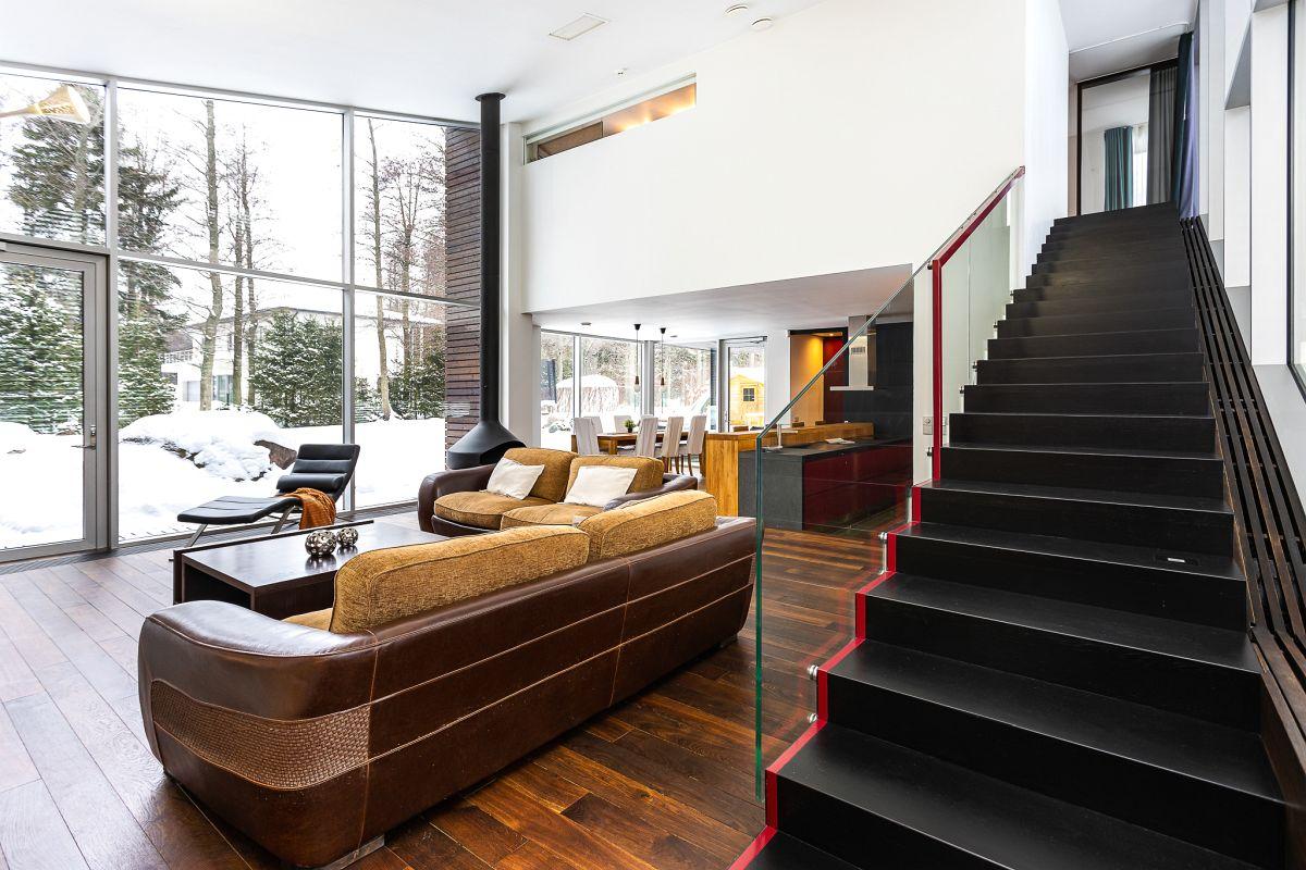 Eramaja elutuba ja trepp